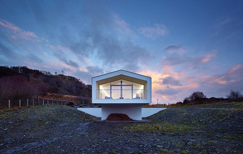 Casa voladizo cristal
