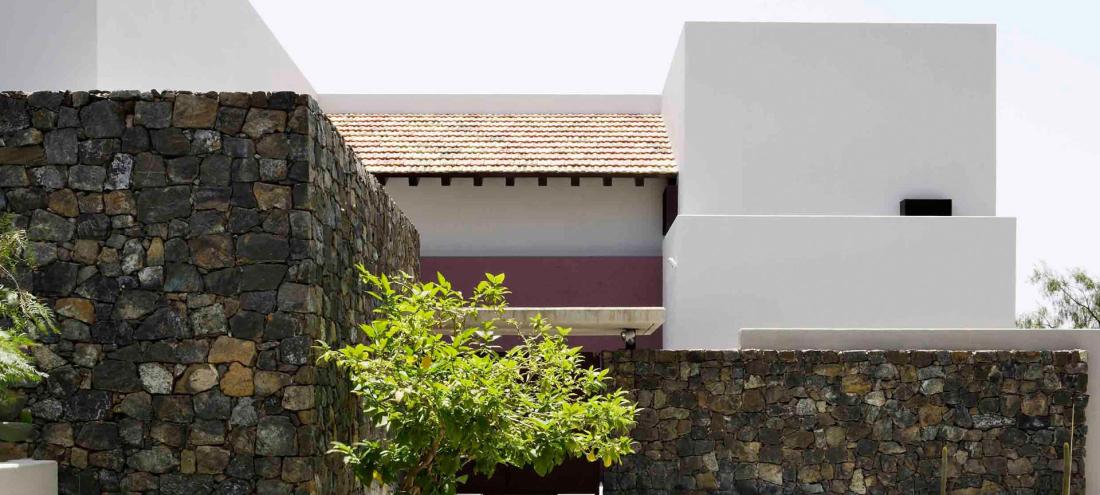 villa-piedra-la-zagaleta-04